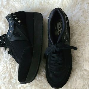 Brand New Platform Tennis Shoe